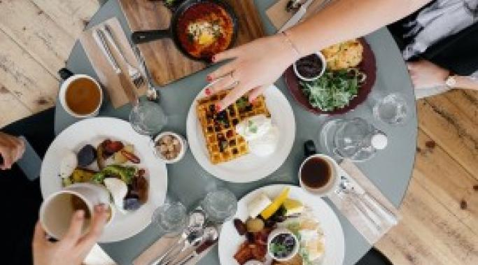 Eating mindlessly can easily impact binge eating disorder recovery. Here are tips on how to stop mindless eating and control your BED. Take a look.